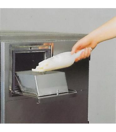 1 - Introduire les frites dans la porte de chargement - Pom'chef friteuse automatique de bar sans hotte aspirante - KL3