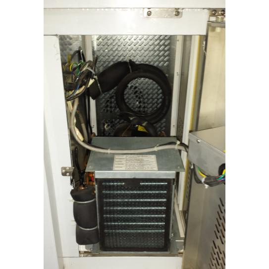 Accès au groupe par porte avec serrure - desserte réfrigérée -2ºC/+8ºC ventilée GN3100TN
