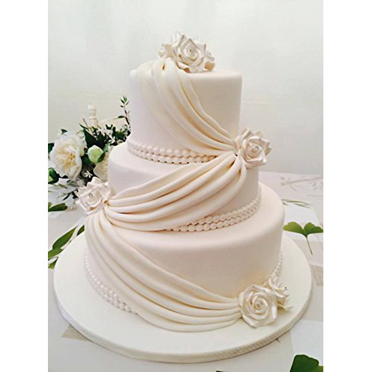 Gâteau couvert en pâte de sucre réalisé avec le laminoir 45 cm MAXI SFOGLY