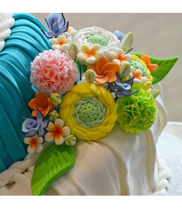 Décor floral en pâte de sucre réalisé avec le laminoir 45 cm MAXI SFOGLY
